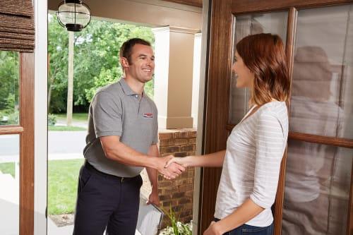 homeowner-greeting-heil-dealer