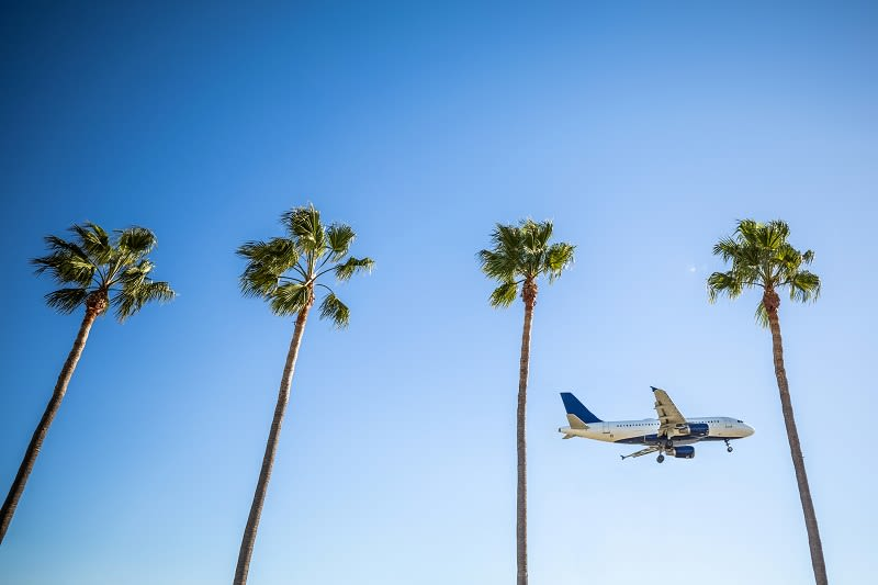 spring-break-travel-airplane