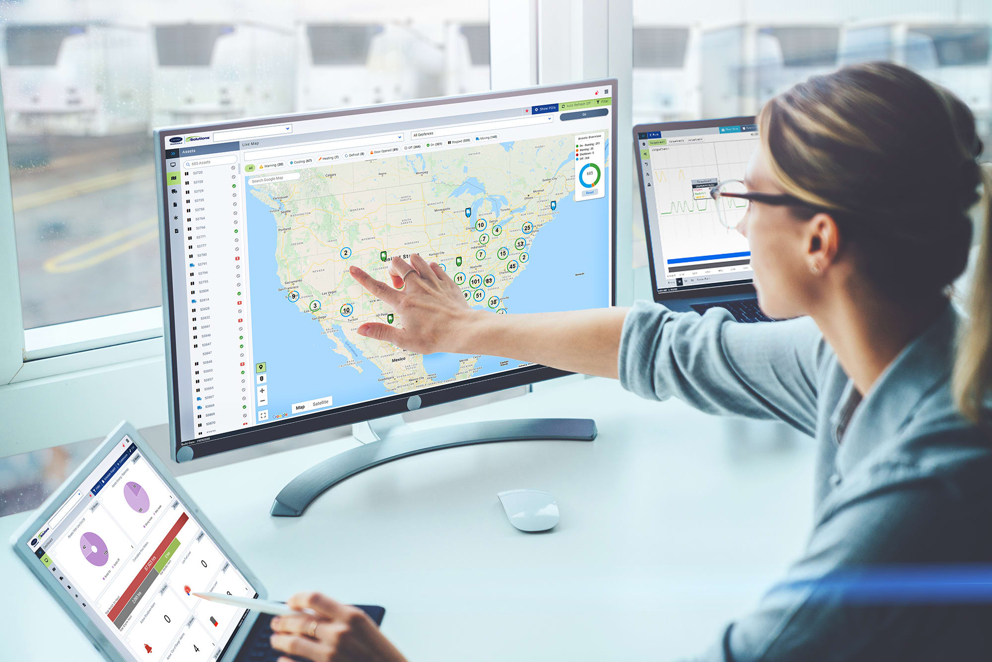 woman using Carrier Transicold eSolutions platform